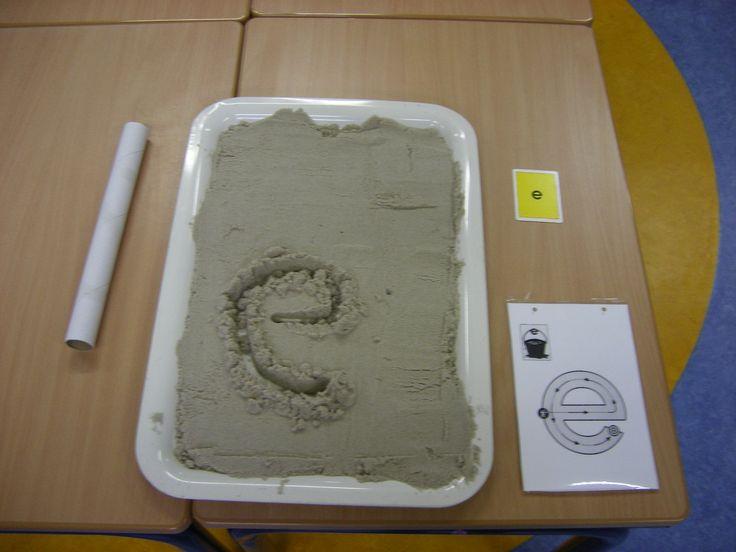 letter e schrijven in het zand