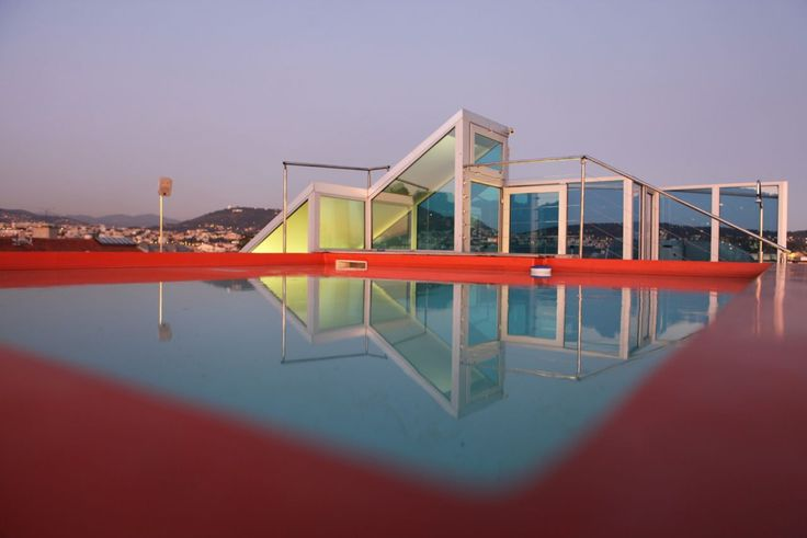 Places: Hi Hotel: the atypical lux of Matali Crasset | On the eighth-floor, the roof-top swimming pool.  © Hi Hotel