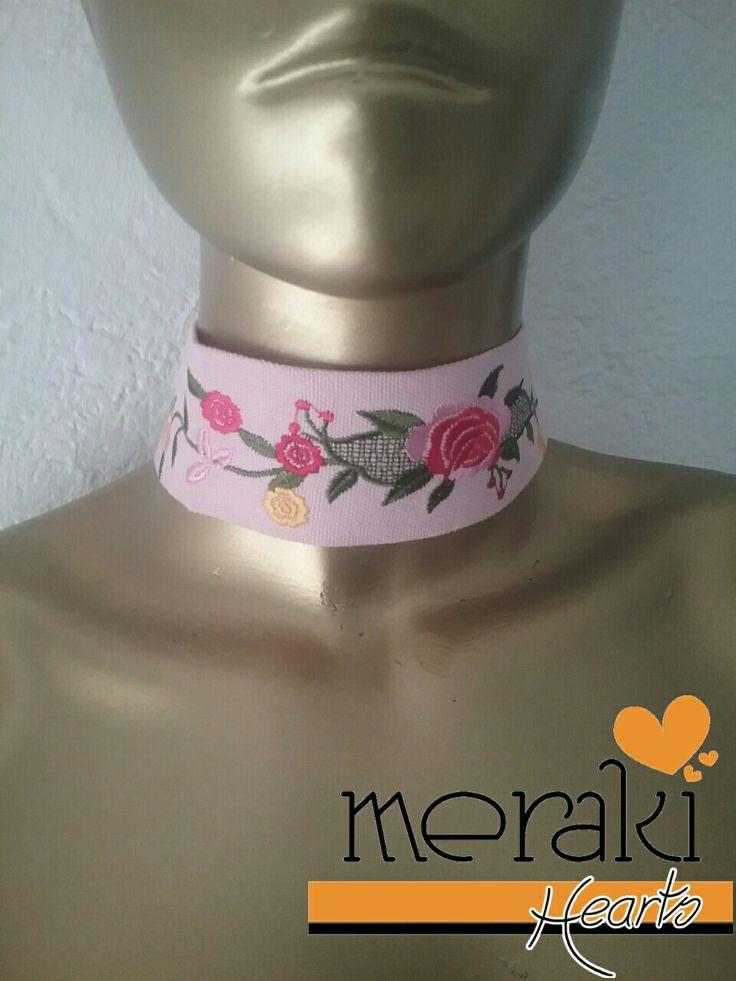 Choker rosa palo con flores  Disponible  venta ❤❤ Contactanos por facebook: Merakihearts  Whatsapp :3317773592 o 3319465357  #merakihearts #chokers #modagdl #fashiontrends #gargantillas