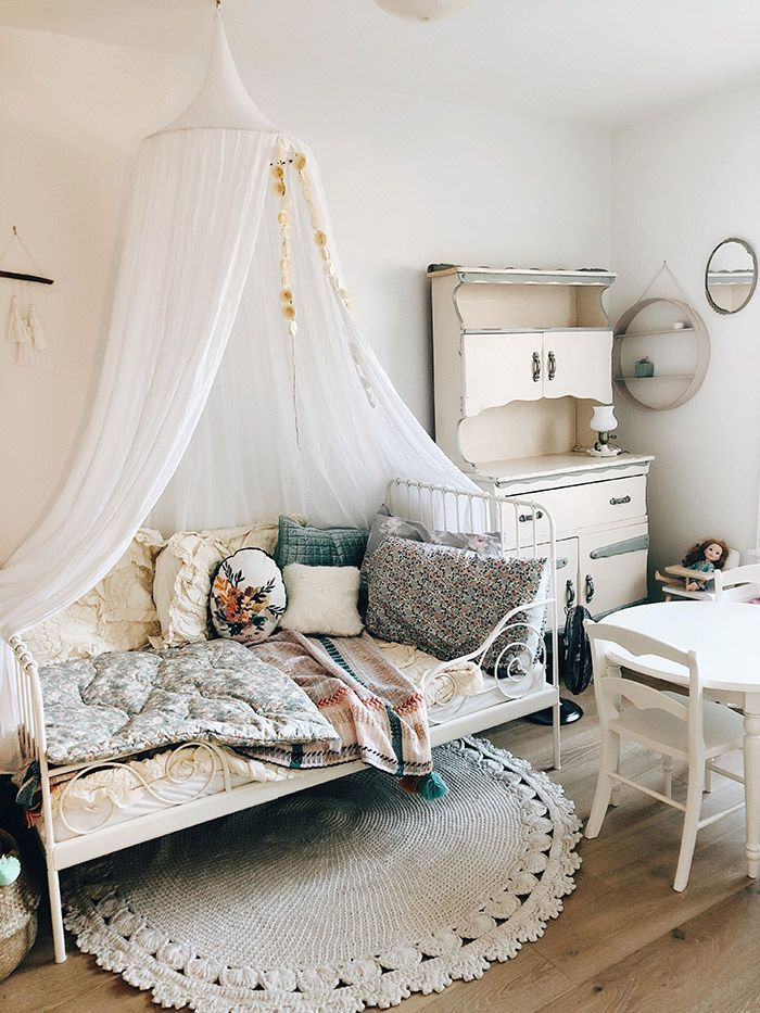 Come and see this cute kids room - so boho and full of Vintage treasure. Romantic, full of heirloom pieces and details. Mixed with some modern toys...