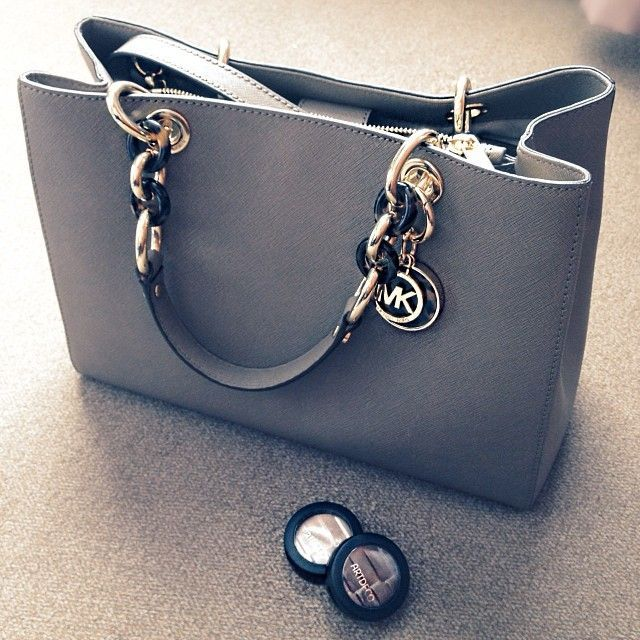 Love this MK's handbag, perfect with any outfit