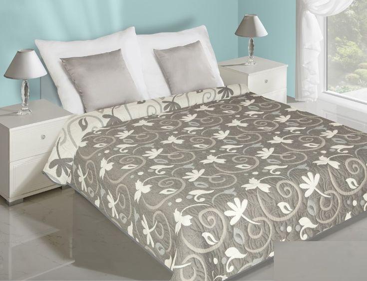 Přehoz na postel oboustranný šedě bílé barvy s květy