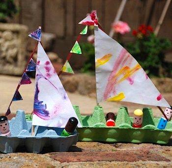Goedkope knutsel tip van Speelgoedbank Amsterdam voor kinderen en ouders. Recycle / upcycle een eierdoos en maak een vrolijke zijlboot van karton. Goedkoop knutselen / budget tip.