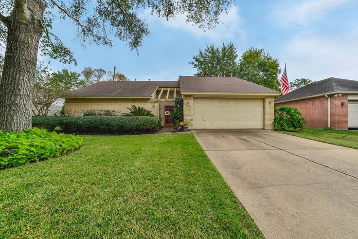 12014 Raven South, Cypress, TX: Photo Welcome home to this spotless 3/2/2 in the highly acclaimed Cy-Fair ISD.
