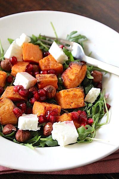 Zoete aardappel salade met feta en granaatappel