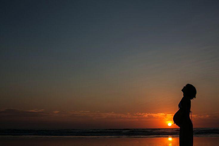 Heerlijke zwangerschapsfoto's uit Costa Rica - Babyblog #maternity#mother #sunset #beautiful #pretty #cute #moeder #mooi #photo #zonsondergang #pregnant #prenancy #water #beach #sea #zee #strand #belly