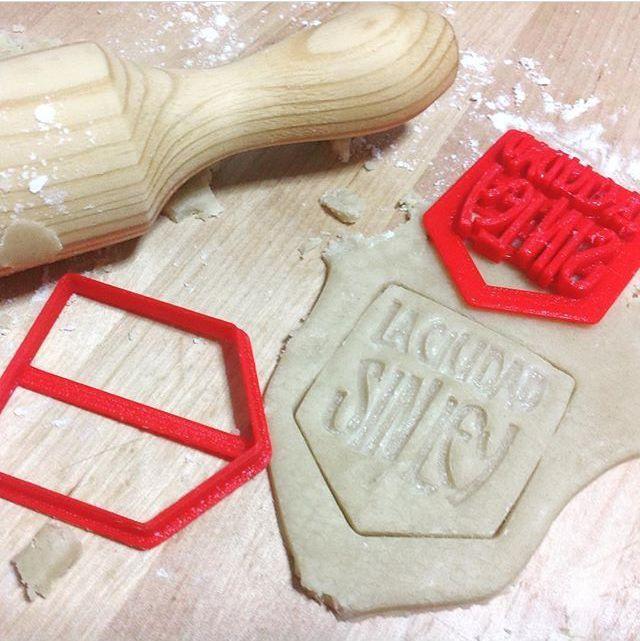 molde de galletas con el logotipo de La Ciudad sin Ley