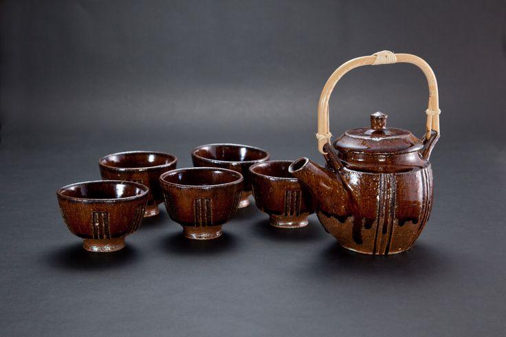 飴釉刻文茶器揃(一揃)Japanese Tea-things with engraved, amber glaze2012