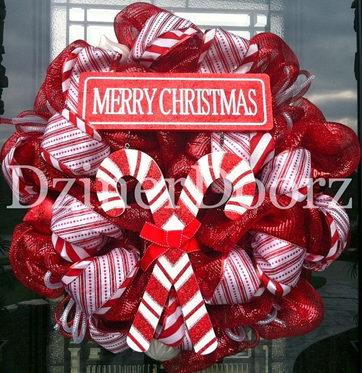 Smell the peppermint! Trendy Tree Blog showcasing Beautiful creations by Becky at DzinerDoorz! Beautiful handcrafted wreaths.