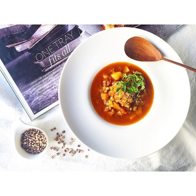 yoko_beauty_food : ・ もち麦と根菜のトマトスープ✨ #もち麦 #tomatosoup ・ ・ 今月のお料理教室【カフェクラス】で レッスンしています🍳 ・ 腸活やダイエット効果で話題のもち麦を入れた、とっても美味しいヘルシースープ💗 根菜もたっぷり入れて、野菜だけで甘みと旨みをしっかり引き出します😋 ・ 野菜ともち麦だけでボリュームもあるので ヘルシーだけど満足感たっぷり💕 私も食べ過ぎた翌日はこのスープをよく作ります🙌 食べてキレイになるスープで女子力アップしましょう✨✨✨ ・ ご予約受付中です🎵 詳しくはHPをご覧ください✨ http://www.browndish.com ・ #browndish #料理教室 #広尾 #soup #野菜たっぷり #インナービューティー #簡単レシピ #おうちカフェ #美容 #tokyo