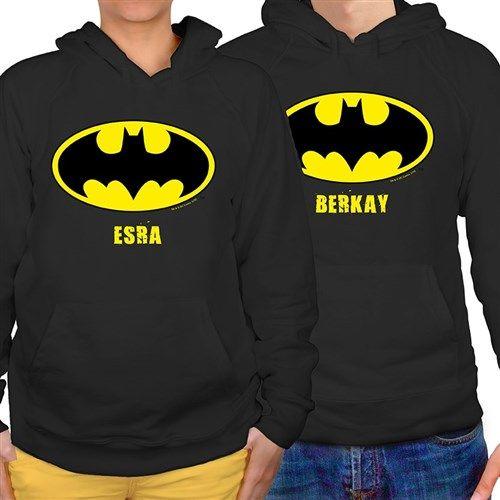 Batman logosu artık sweatler üzerinde... Sevgilisi ile takım giyinmek isteyen romantik çiftler buraya. Üzerinde isimlerinizin yazılı olduğu lisanslı Batman Sevgili Sweatshirtleri artık BuldumBuldum.com'da. http://www.buldumbuldum.com/hediye/kapsonlu-sevgili-sweatshirtleri-siyah-batman/