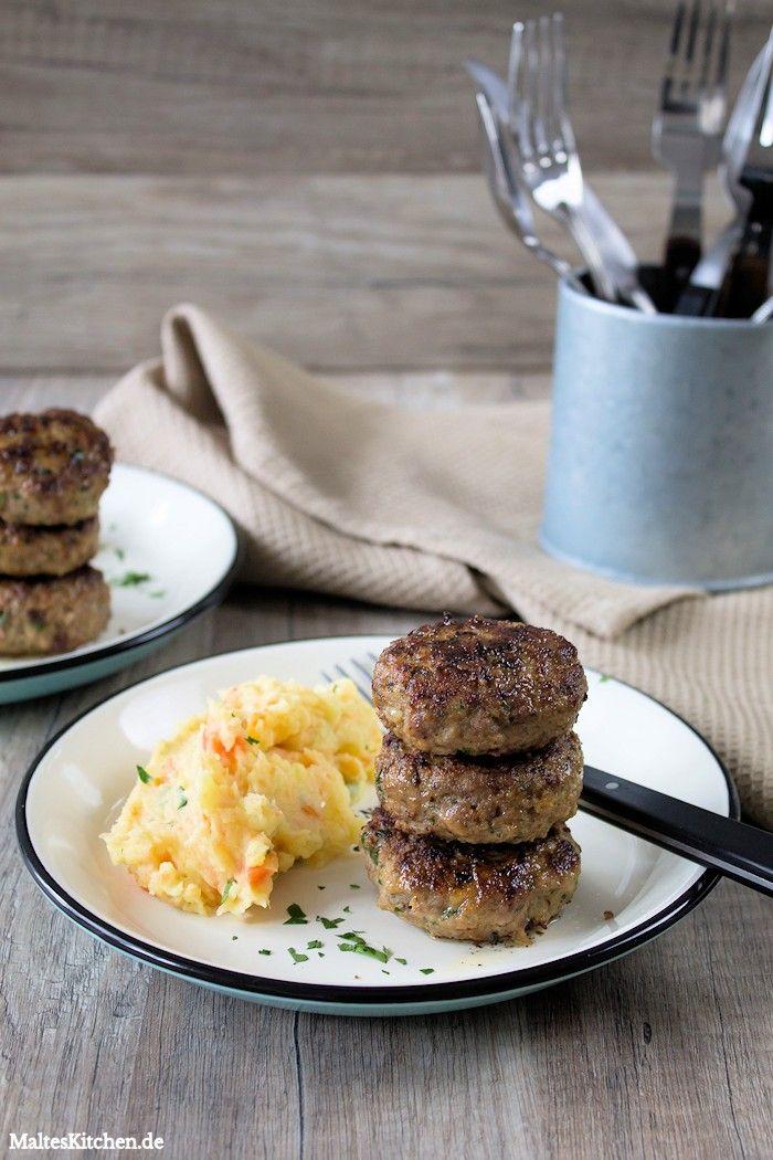 Hausmannskost mit Frikadellen und Kartoffel-Möhren-Stampf #frikadellen #buletten | malteskitchen.de