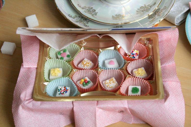 Essbare Geschenke - leckere Bonbons mit Zuckerperlen verziert