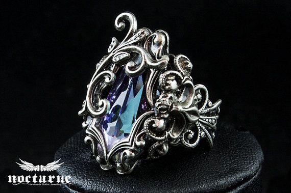 Fantasía gótica anillo anillo de Swarovski por NocturneHandcrafts                                                                                                                                                                                 Más