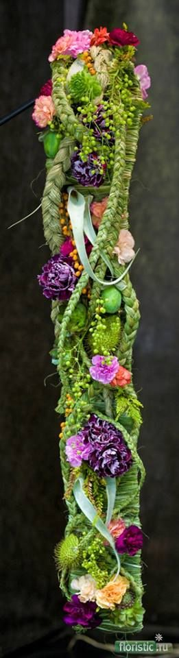 Oblong wall arrangement with flowers and braided grasses (via Facebook - Floristic.ru - Slovenia)