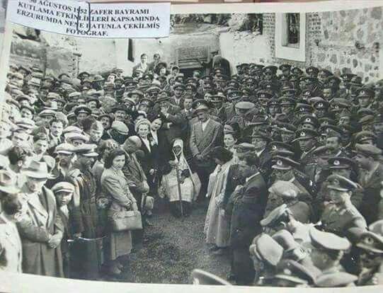 Nene Hatun, Zafer Bayramı kutlamalarında, Erzurum, 1952...
