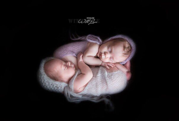 Новорожденные близнецы. Newborns twins