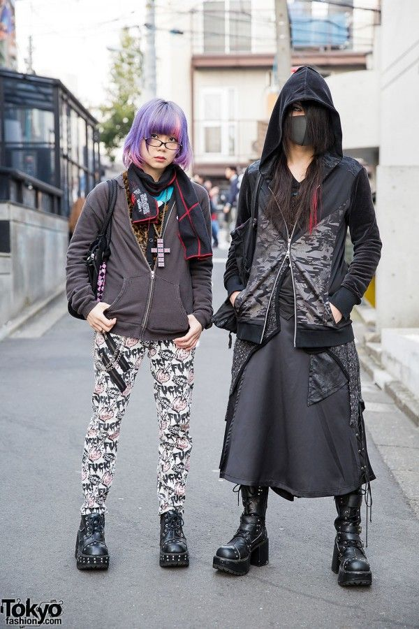 Kyouka(right) is wearing a hoodie from Sixh over a top and skirt from the same brand. His tote bag is h.NAOTO and his heeled boots are Yosuke. Accessories: also from Sixh, including a necklace and keychain. He likes to shop at h.NAOTO, Sixh and Dark Red Rum. Hina(left) a 20-year-old model is wearing a jacket, top and pants from Hyper Core. Her bag is Toxic Star and her heeled boots are Yosuke. Accessories: a cross necklace and ring, which she bought in Okinawa. Her favorite shop is Hyper…