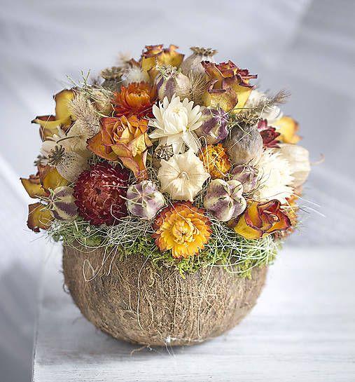 Bouquet of fire, orange flowers, coconut shell  http://www.sashe.sk/Pipistrela/detail/ohniva-kytica-v-kokosovom-orechu
