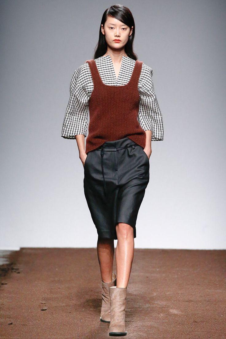Christian Wijnants Fall 2015 Ready-to-Wear Fashion Show