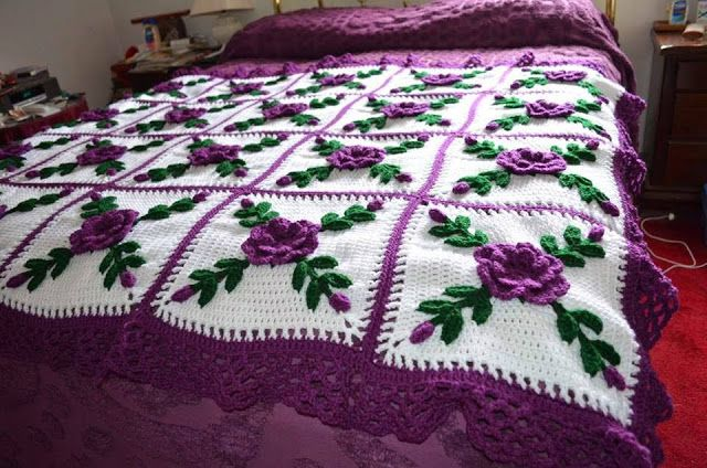 How to Make Crochet Blanket Afghan Bouquets Model   In this Afghan Bouquets baby blanket mod...