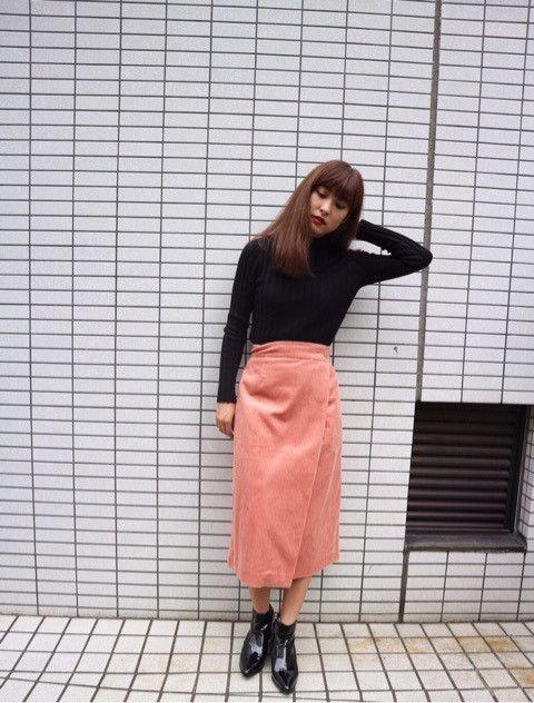 コーデュロイのスカートなので、 暑すぎることはなく 履きやすい一枚です♡