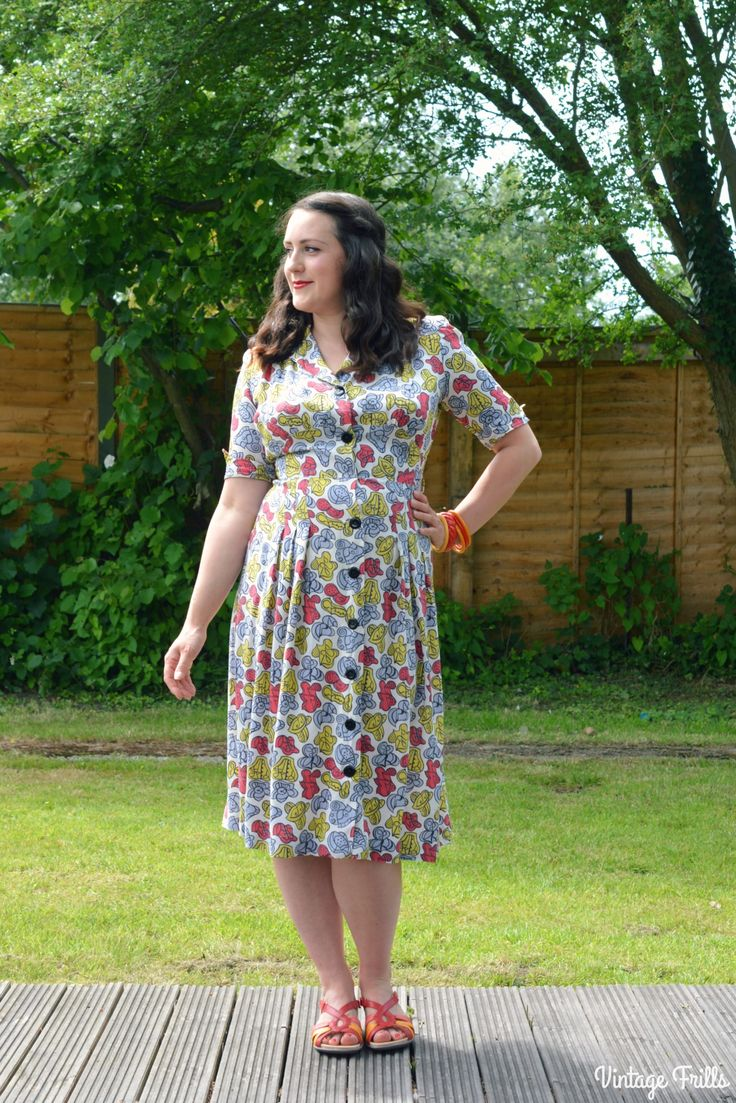 A 1940s Dress and Hotter Flare Sandals. http://vintage-frills.com/2017/06/06/a-1940s-dress-and-hotter-flare-sandals-ootd/