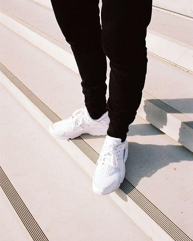 İşte bu yaz sahip olman gereken o beyaz sneaker!  Nike Air Huarache (₺375)  That's it! The must-have white sneaker of this summer.  #shopigo #nike #airhuarache #nikehuarache #nikeair #whitesneakers #sneakers #sneakeroftheday #shoeoftheday #sneakeraddict #shopnow #buyonline