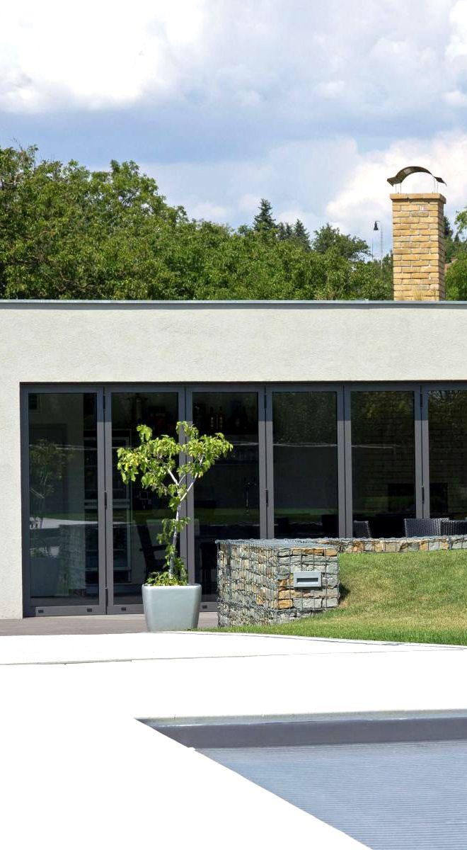 Posuvné prosklené dveře jsou vhodnou a moderní volbou pro většinu teras.