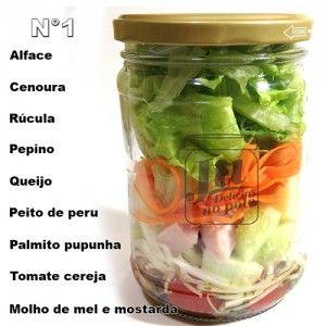 Várias opções de salada no pote