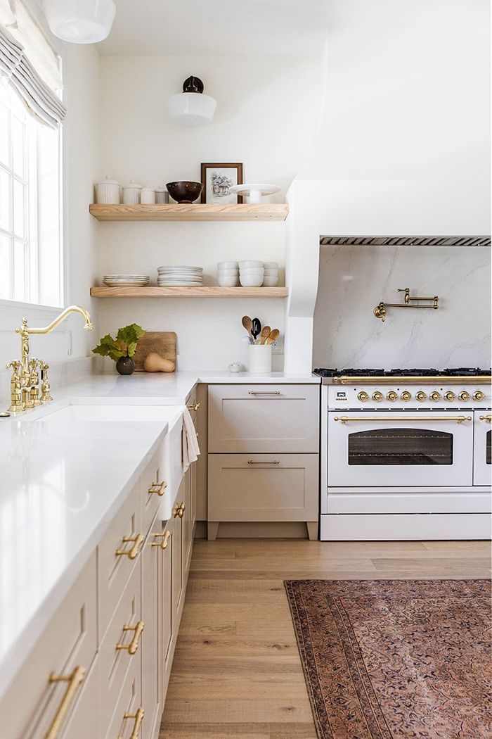 Dreamy White Kitchen With Gold Handlers Decor Ideas Home Kitchens Home Decor Kitchen Kitchen Design