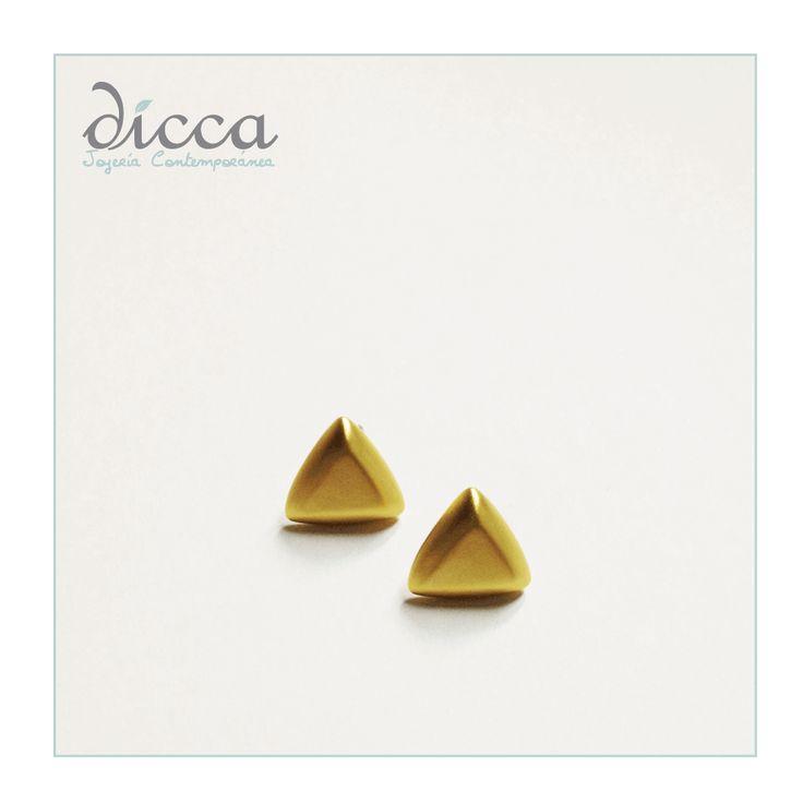 Aretes triángulo- Baño de oro de 24k