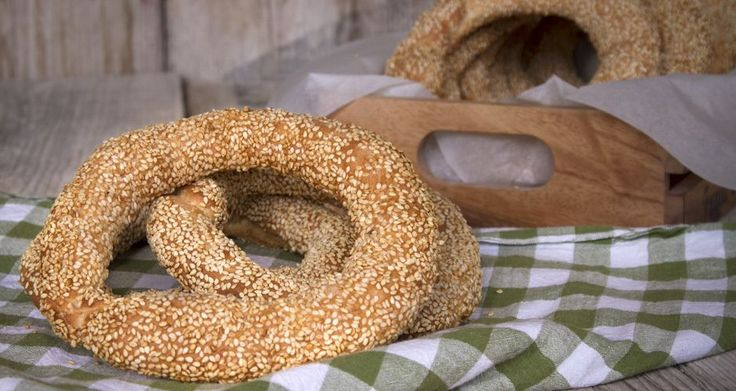 A traditional Greek sesame seed bread rings recipe that is called Thessaloniki sesame bagels. Homemade bagels, simply delicious and crunchy.