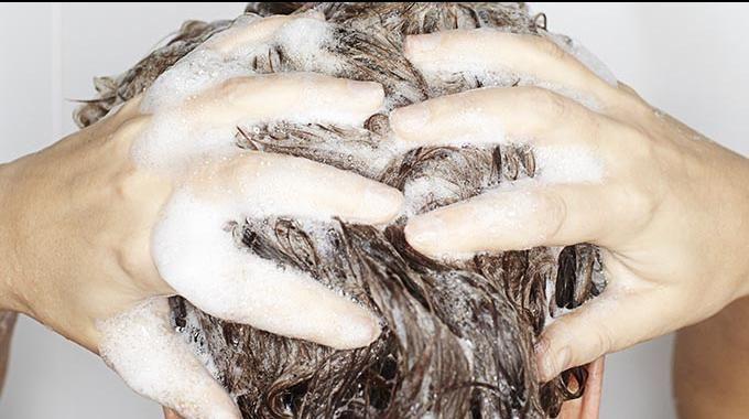 De plus en plus de genslaissent tomber les shampooingsvendus dans les supermarchés. Pourquoi ? Car il existe d'autres solutions pluséconomiques qui permettent d'éviterd'avoir...