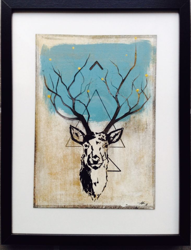 Paperwork of a deer. Made of acrylic painting, tusch and gold layers. Some of the elements are cut out to give it more depth. Made by Anne Mette Harkes