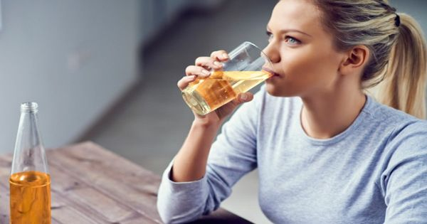 Αυτό το θαυματουργό ποτό θα αφαιρέσει ότι έχετε φάει κατά τη διάρκεια της ημέρας; Λοιπόν ναι, και είναι πολύ απλό – απλά πρέπει να φτιάξετε αυτό το σούπερ-