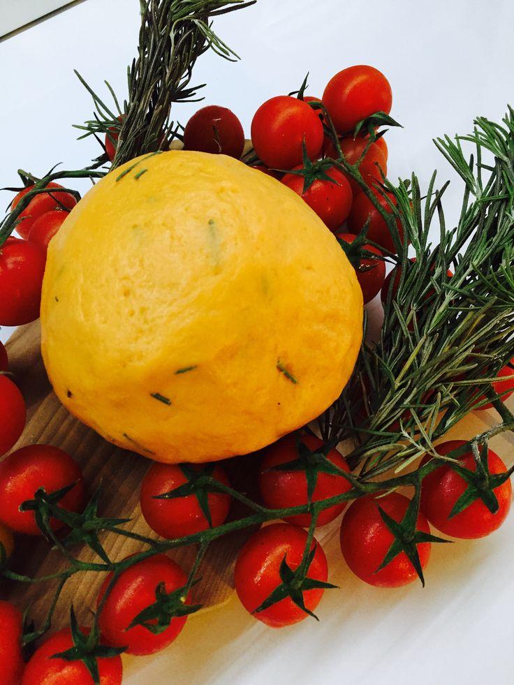 Una ricetta base molto versatile da utilizzare in mille modi, provate questa pasta frolla salata al pomodoro!