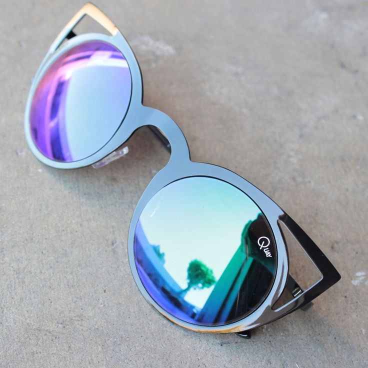 Guess who is back, and in all new editions! Quay Australia's invader shades will have everyone looking at you. These stylish frames are amazing and will be selling out quickly! CONTENT & CARE - Import