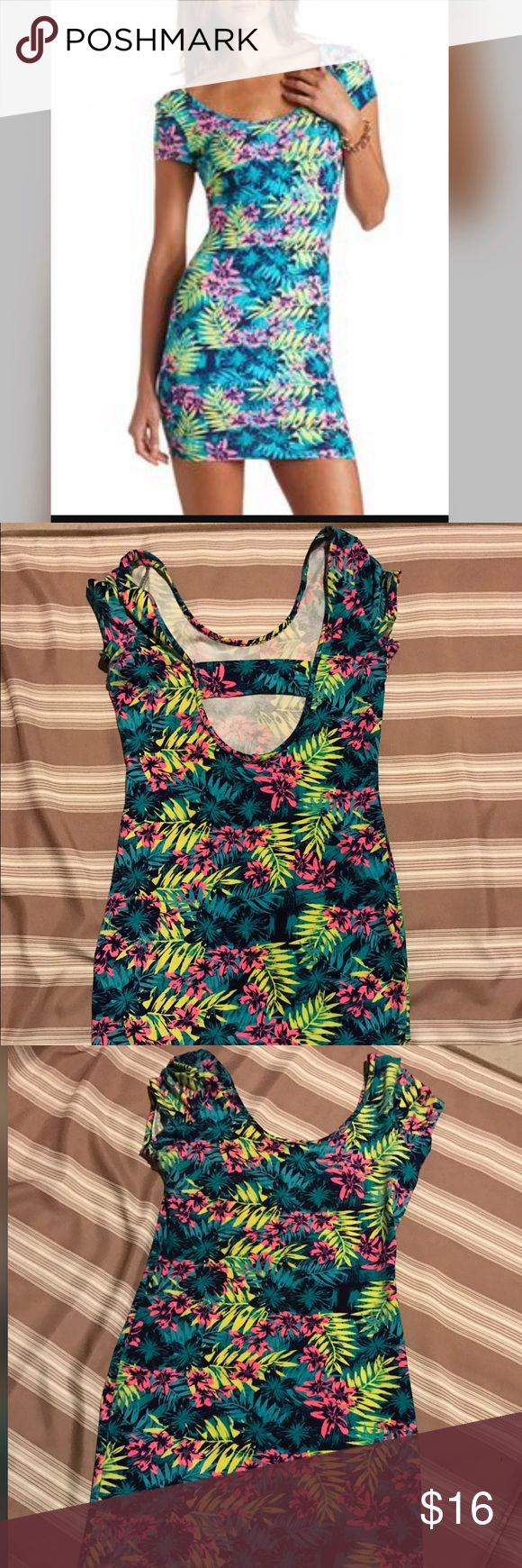 Charlotte Russe M Tropical Dress EUC. Stretchy material. Open back style. 🚫No trades ✅Reasonable offers submitted though offer button accepted. 🚭Smoke free home💌Laundered before shipped Charlotte Russe Dresses