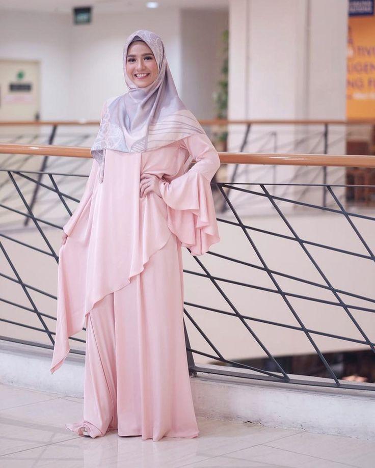 "18.6rb Suka, 67 Komentar - Natasha Rizky Pradita (@natasharizkynew) di Instagram: ""Launching hijab @lbylcb by @laudyacynthiabella ❤️ Dress cantik ini by @byayudyahandari by…"""