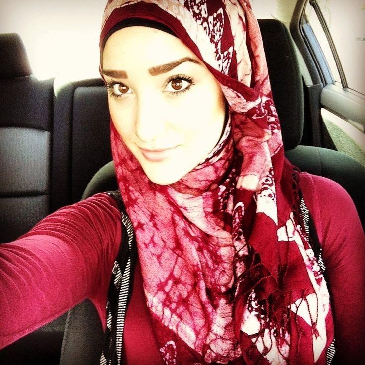 Esta es una de mis fashion Blogguers favorita es una joven educada en estados unidos musulmana que tiene varias redes sociales de tutoriales de hijab y ropa modesta mashaAllah millones de jovencitas en el mundo la siguen por sus tutoriales y la forma de llevar la moda a otro nivel modesto moderno y glamoroso mashaAllah