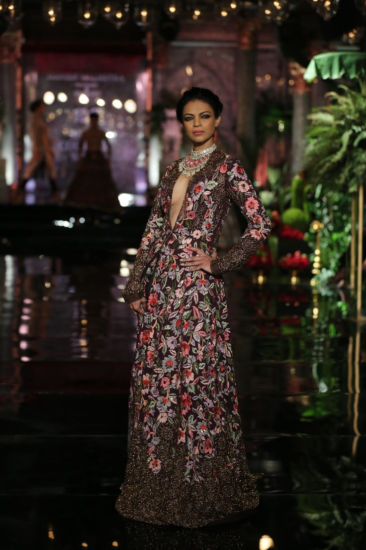 #Persian#Extravaganr#Florals#Necklace#Couture#IndiaCoutureweek#ManishMalhotra#Pink#Red