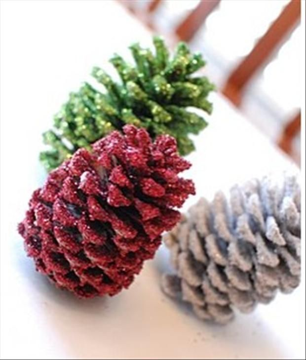 113 best pinecone crafts images on pinterest pine cones for Small pine cone crafts