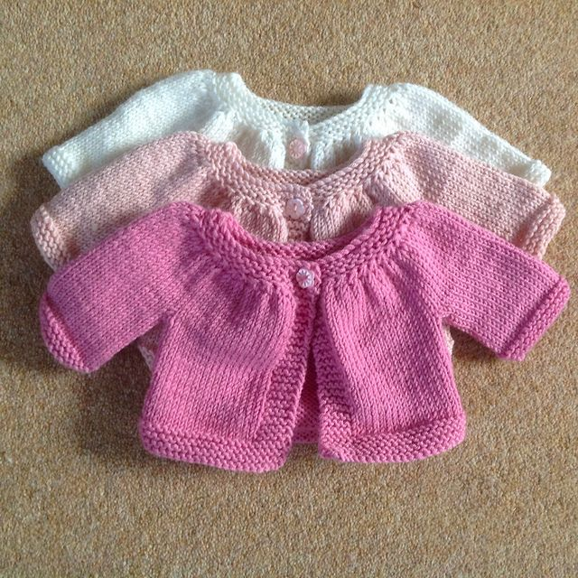Tuto : Little Kina. So adorable! Long and short sleeve versions in two sizes, free download from Ravelry. 0