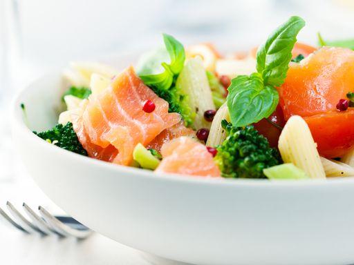 Penne brocolis saumon : Recette de Penne brocolis saumon - Marmiton