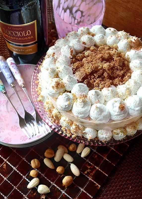 Dolci a go go: Meringata d'inverno con nocciole, mandorle e crema pasticcera