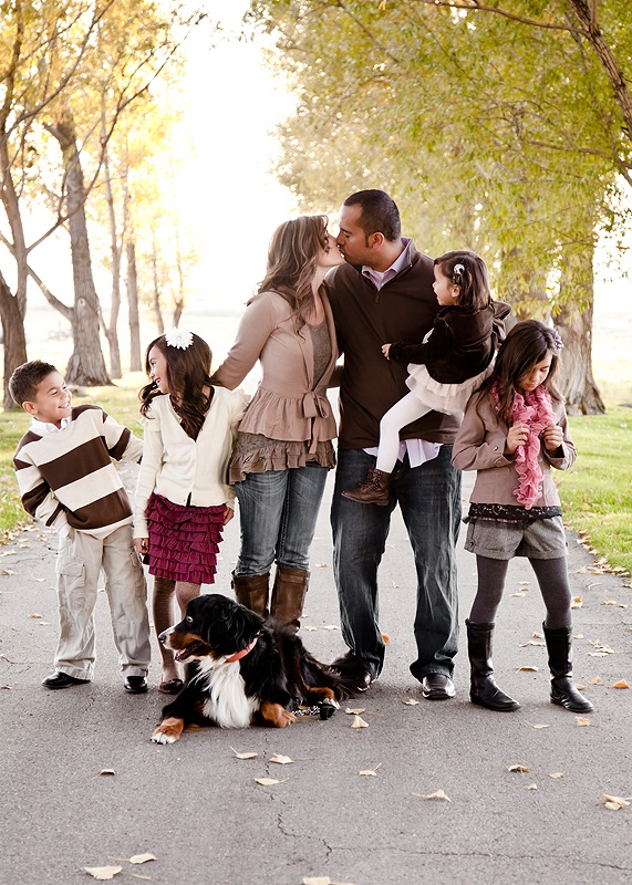Love this photographer's family sessions!