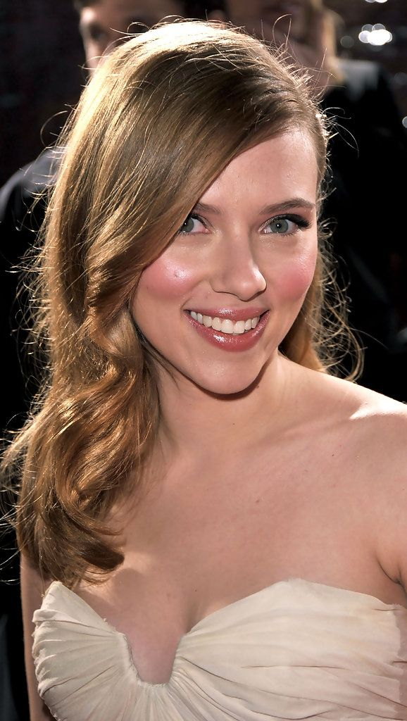 "Scarlett Johansson Photos - Actress Scarlett Johansson arrives at the Los Angeles premiere of Lionsgate's ""The Spirit"" held at Grauman's Chinese Theatre on December 17, 2008 in Hollywood, California. (Photo by Kevin Winter/Getty Images) <i></i>* Local Caption <i></i>* Scarlett Johansson - Premiere Of Lionsgate's ""The Spirit"" - Arrivals"