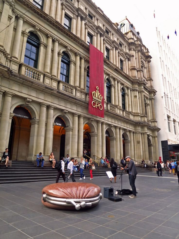 Public Purse, Bourke St Mall, Melbourne, with the former G.P.O. the background