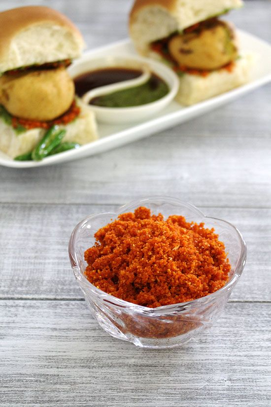 Dry garlic chutney recipe for vada pav made with garlic, dry coconut, peanuts and red chili powder. It is also known as vada pav chutney.